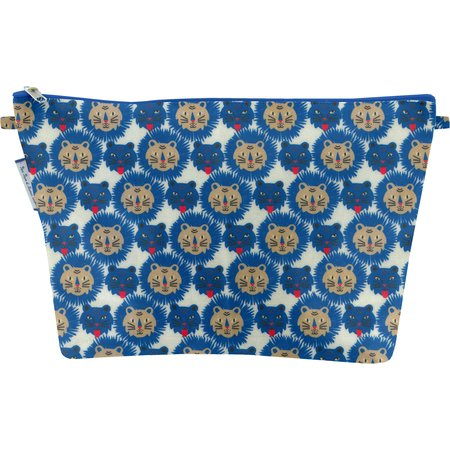 Cosmetic bag with flap roar
