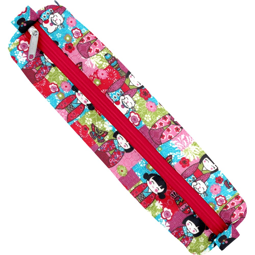 Round pencil case kokeshis