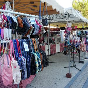 Market Papa Pique et Maman Coud